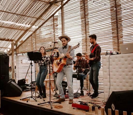 Deluxe - Nuestro grupo de Pop en Ingles en una boda country en Villa de Leyva.